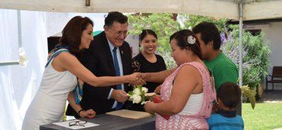 Ceremonia de entrega de actas de matrimonio