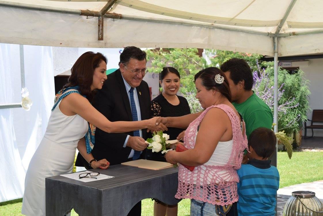 Acta De Matrimonio Simbolico : Ceremonia de entrega actas matrimonio dif celaya