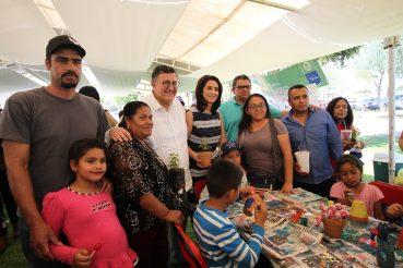 Festejan familias celayenses con el DIF